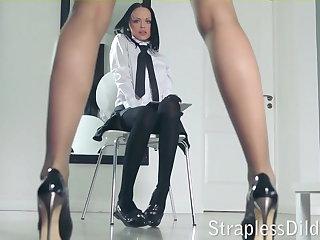 A long legged instructor gets feeldoe distress