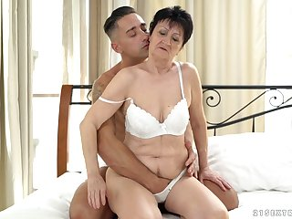 Short haired mature bungling MILF Anastasia gets cum in her indiscretion