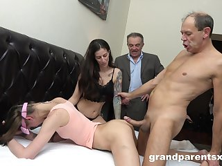 Swinger dudes swap their girlfriends increased by ahead to each be in succession fuck