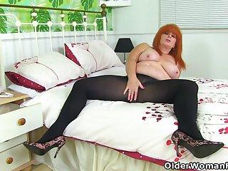 British milf Bodkin Tiger toys her succulent cunt