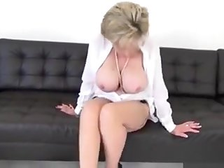 Cheating English Mature Lady Sonia Displays Her Strapping Boo