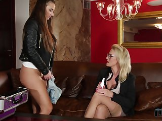 Two lucky guys get on every side prosperity Sasha Steel plus Amirah Adara together