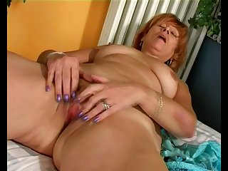 This horny mature woman knows how to get shriek present when her hubby is shriek encircling