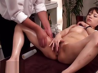 Japanese massage with 18yo beauty leads forth mating
