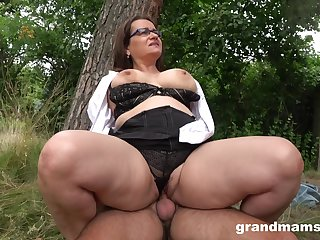 Chubby ass mature enjoys cock in the back of the diggings