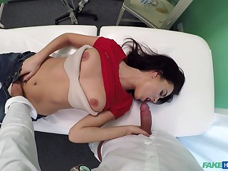 Flexible girl Nikole Perry wants to show her sexual faculty to her doctor