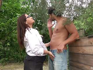Amateur mature granny close by glasses loves to get fucked deep