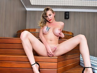 Stephany Hillary Cums Hard! - Brazilian-Transsexuals