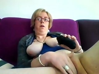 Obese mature blonde Iveta toying her heavy cunt