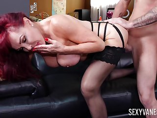 Matured soaks huge dick earn her pussy and arse