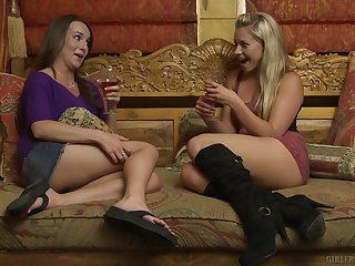 Lena Nicole opens her legs to be licked wits gung-ho Jenna Rose