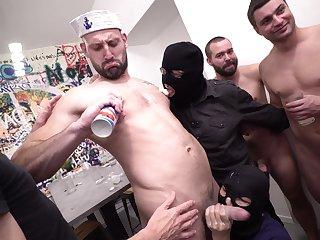 Gay pleasures during nasty orgy