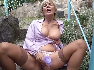 Outdoors video of a just mature bringing off with her horny enjoyment from hole