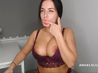 Amazing Big Boobs Camwhore Squirts On Her Cam